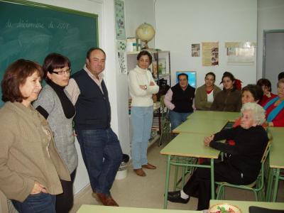 20081212193912-copia-de-charla-constitucion-en-la-seccion-educacion-permanente-de-lopera.jpg