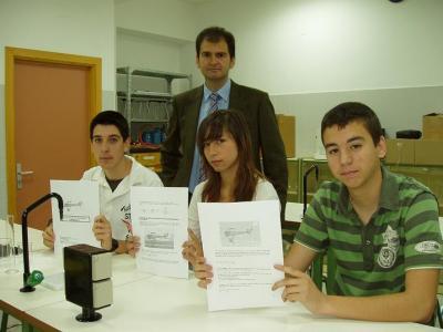 20090507180359-alumnos-de-lopera-finalistas-concurso-espacial.jpg