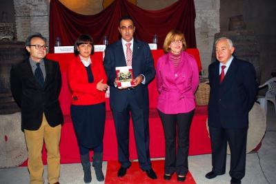 20091109182222-copia-de-06-11-09-presentacixn-del-libro-vitivinicultura-en-lopera-1.jpg