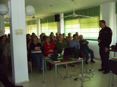 20100430163425-charla-sobre-seguridad-ciudadana-para-mayores.jpg