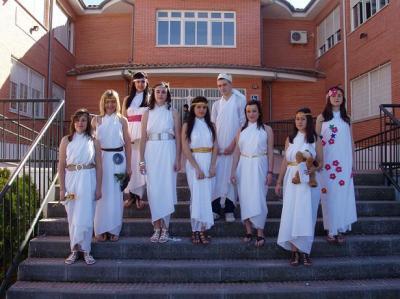 20110311160915-alumnos-del-ies-gamonares-representan-los-dioses-del-olimpo.jpg