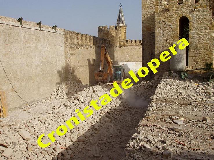 20120812122253-demolicion-nave-de-almacenaje-de-vinos-del-castillo-de-lopera-copia.jpg
