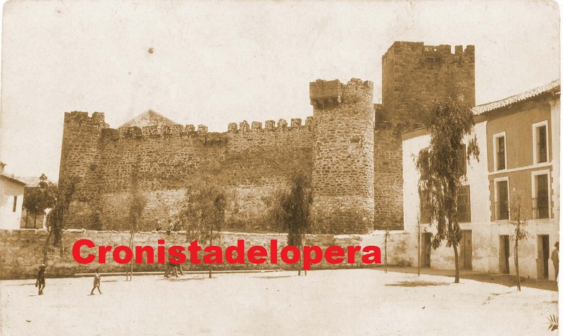 20130826224544-castillo-de-lopera-1927.jpg