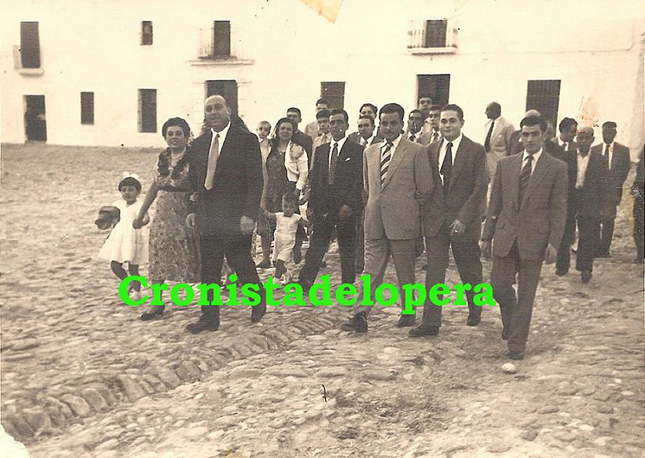 20140522093009-paseillo-1955-acompanantes-de-una-boda.-la-familia-delgado-ruiz-francisco-porras.antonio-navarro.-copia.jpg