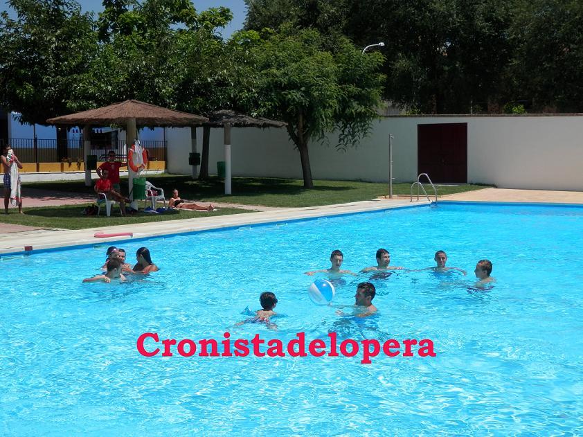 20140627122313-piscina-lopera-abierta-copia.jpg