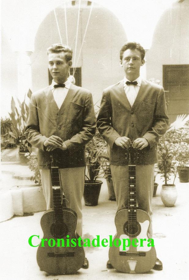 20141017180933-duo-de-guitarra-azul.jpg