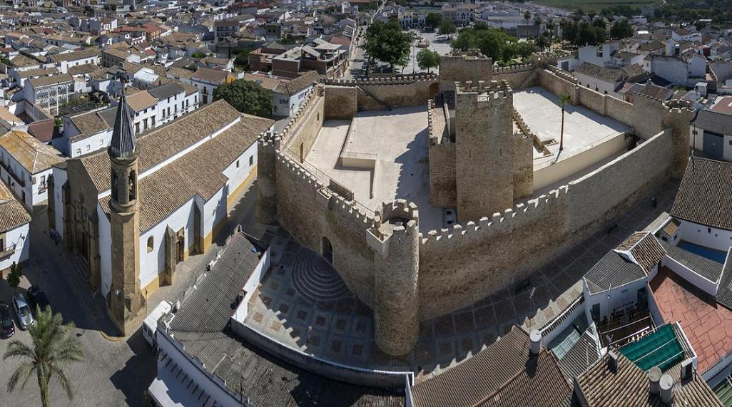 20141204093521-castillo.jpg