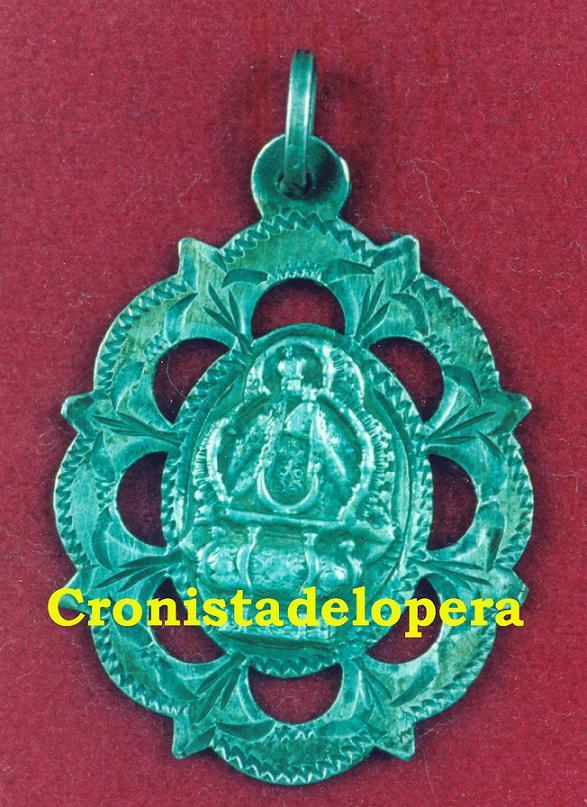 20141216175310-medalla-antigua-de-la-morenita-copia.jpg