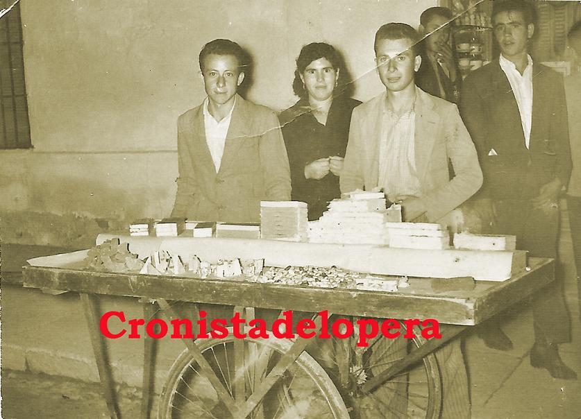 20150309132249-vendiendo-turron-feria-de-arjonilla-1953-copia.jpg