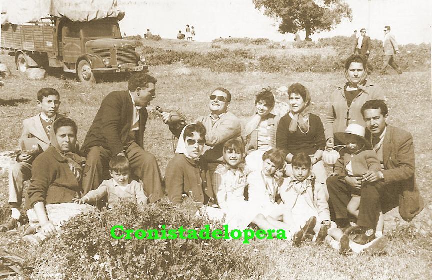 20150420200217-familias-melero-santiago-munoz-sanz-y-hoyo-ano-1960-copia.jpg