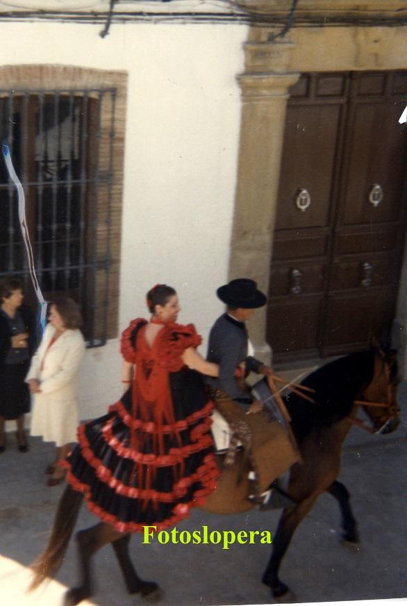 20150508134345-consuelo-valenzuela-valenzuela-y-benito-valenzuela-lara.-ano-1980-copia.jpg