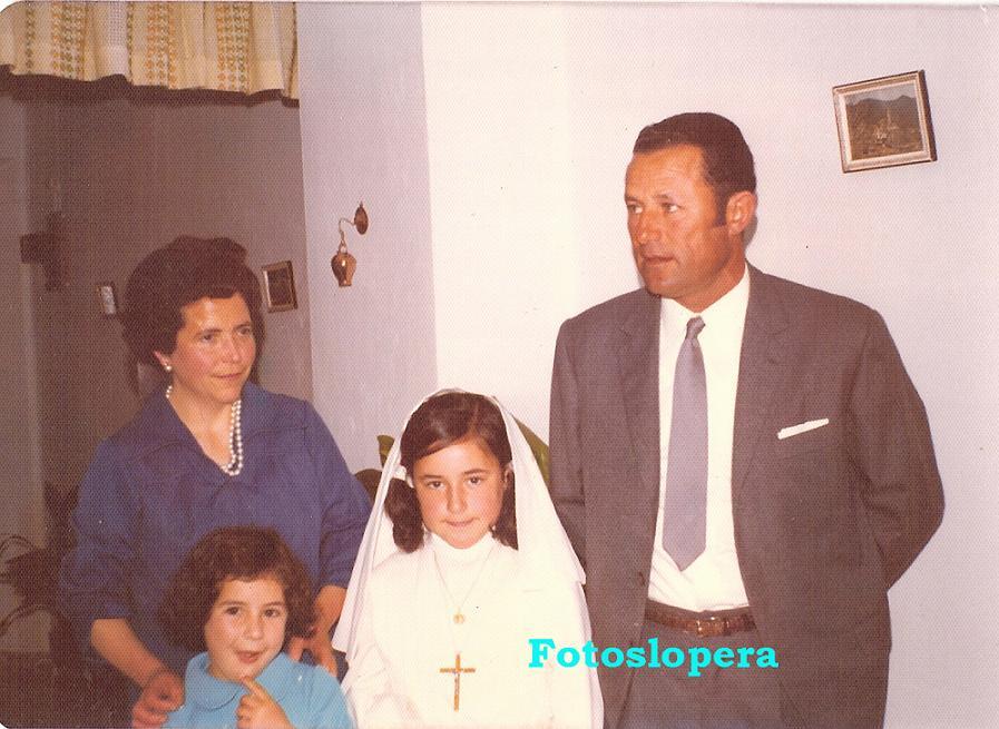 20150515164948-soledad-alcala-jimenez-y-sus-padres-benito-alcala-y-ana-jimenez-cobo.jpg