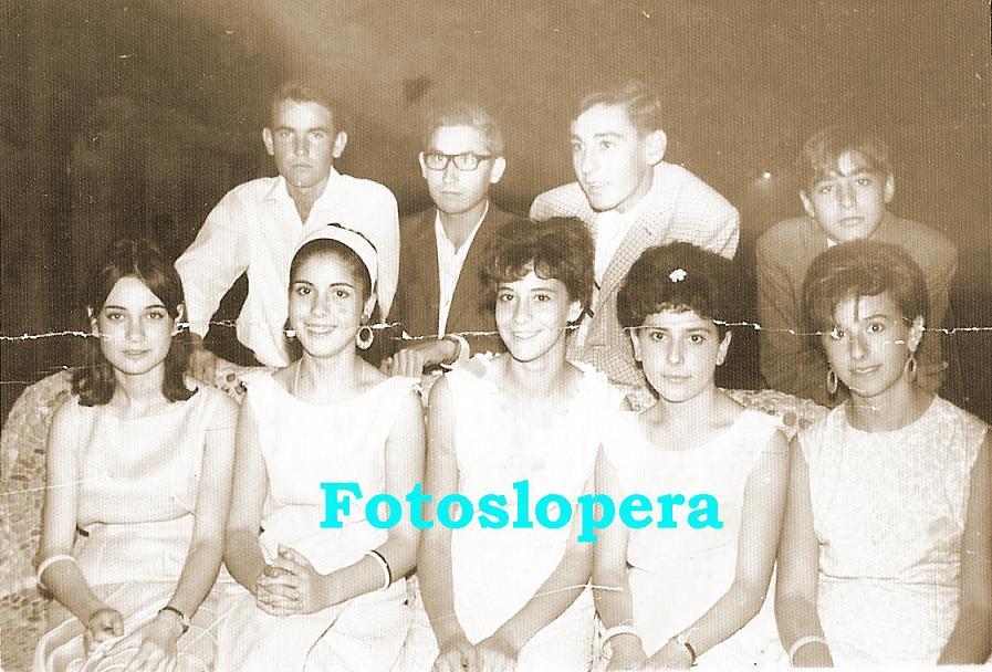 20150522092218-grupo-de-amigos-en-la-feria-1967-copia.jpg