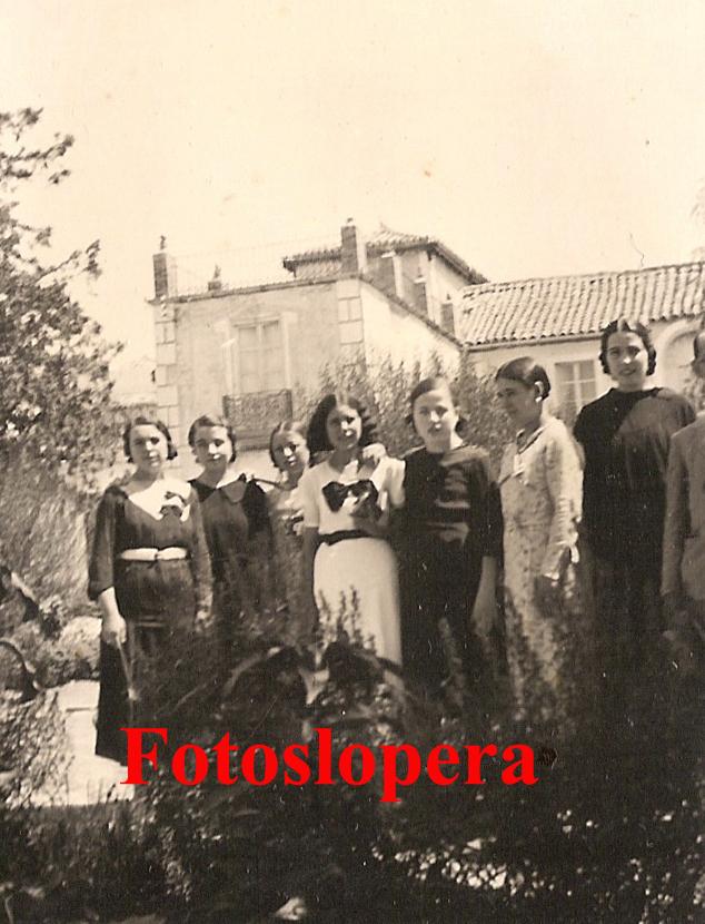 20150524134609-loperanas-en-el-jardin.-al-fondo-casa-de-labourdette.-1935-copia.jpg