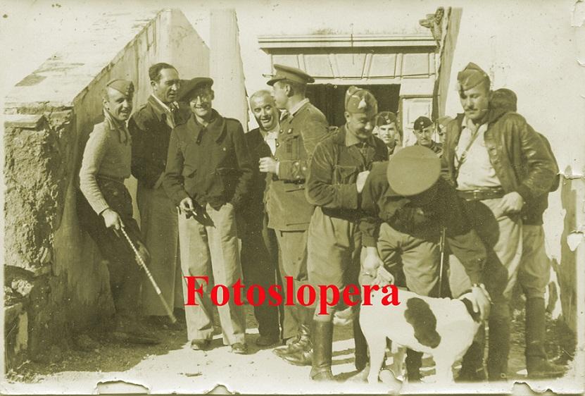 20150704163900-mandos-nacionales-en-las-bodegas-valenzuela.-1938-copia.jpg