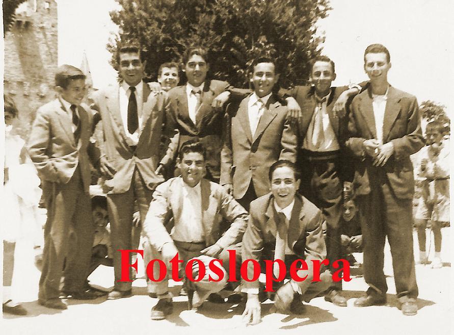 20150715083711-grupo-de-amigos-en-el-paseo-1954-copia.jpg
