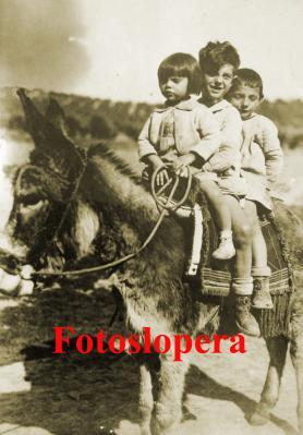 20160206154849-paseo-en-burro-por-el-saetal.-1934-los-hermanos-rosario-luis-y-juan-barberan-copia.jpg