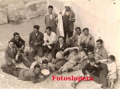 20160427092225-operarios-del-castillo-en-el-dia-de-san-jose-1954.jpg