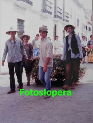 20160513095444-segadores.-maria-luisa-pedrosa-ana-hueso-benito-valenzuela-y-marga-pantoja.-san-isidro-1990.-copia.jpg