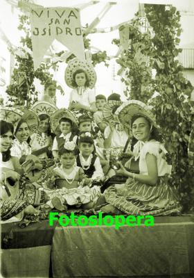 20160513173635-romeria-san-isidro-mexicanas-1963.-tina-lara-m-sefa-garcia-marina-espin-pedro-jose-medina-conchi-gomez-de-ramon-tere-cobo.-copia.jpg