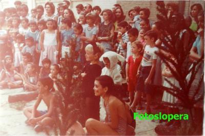 20160523103232-fiesta-en-el-colegio-verano-1983-copia.jpg