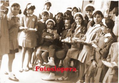 20160617102201-grupo-de-alumnas-del-colegio-miguel-de-cervantes-con-su-maestro-d.jpg