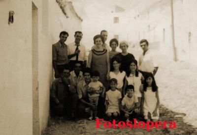 20160620094350-a14-familia-cobo-jimenez-con-tios-y-primos.jpg