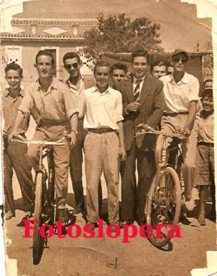 20160623092023-en-el-paseo-1958.-antonio-casado-francisco-mena-antonio-manuel-alcala-rafael-agudo-alfonso-garcia-y-fernando-partera..jpg