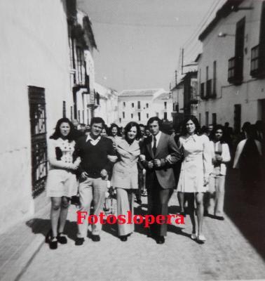 20160712112131-calle-echegaray.semana-santa.-ano-1973.-tina-teruel-jose-cortes-maria-jesus-rojas-jose-maria-gutierrez-y-vicenta-criado..jpg