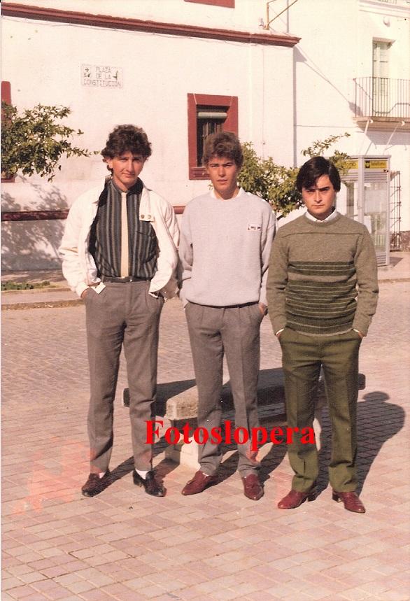 Los Quintos loperanos Pepe Torres, Juan Gutiérrez y Paco Díaz. Lopera 1986