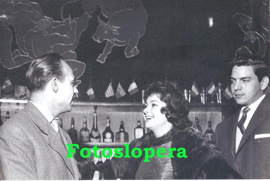 Fallece Marujita Diaz a los 83 años. En la foto la popular actriz  y cantante sevillana en una entrevista concedida al loperano Antonio de Santiago Gutiérrez Corresponsal en España de la Revista ECRAN (De Santiago de Chile) en presencia del que fuera su marido Espartaco Santoni.