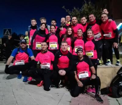 Una veintena de componentes del Club de Atletismo Lopera Running participan en la la XXXIII Carrera Urbana Internacional Noche de San Antón en Jaén.