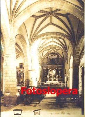Interior de la Iglesia Parroquial de la Inmaculada Concepción de Lopera. Años 40. Aún no tenía la lámpara en la nave central.