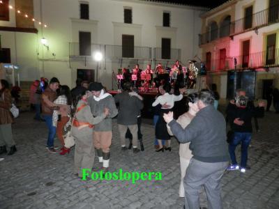 """De colofón el """"Baile de Época"""" amenizado por la Asociación Musical Pedro Morales y la loperana Mariló Pérez."""