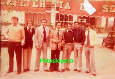 Grupo de loperanos de la Quinta del año 1974 en el Restaurante El Soto de Andújar. José Garrido, Manuel Corpas, Luis Cerezo, José A. López, Antonio Miguel Sánchez y Luis Lara.
