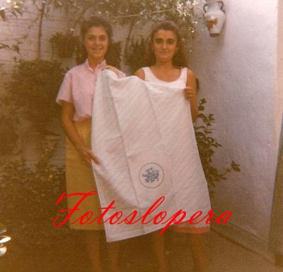 Taller de bordados a máquina de Isabel Lara Soler en 1986. Mari Cruz y Pilar Chueco