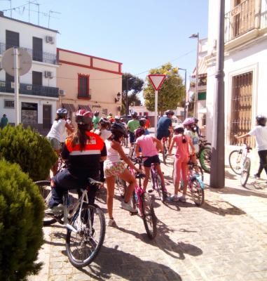 Con motivo de la Semana Europea de la Movilidad se ha celebrado hoy en Lopera una marcha en bicicleta por el casco urbano de Lopera ( unos 7,5 kilómetros) y varias charlas informativas en la que han participado los 31 alumnos de 6º de Primaria del CEIP Miguel de Cervantes coordinados por miembros de la Policia Local,  Protección Civil de Lopera y Club Ciclista Lopera Bike.