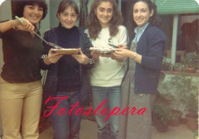 Taller de bordados a máquina de Isabel Lara Soler en 1982. Luisa Carpio, Mª de la Cabeza García, Serafina Díaz y Mª Ignacia Ruiz.