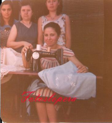 Taller de bordados a máquina de Isabel Lara Soler. Elvira Herrero, Isabel Lara, Ana Pérez y Carmen Adán.