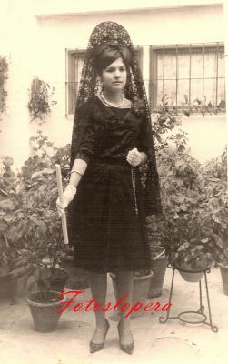 La Hermana de la Cofradía de Nrta. Sra. de la Soledad Vicenta Santiago Haro. Año 1963