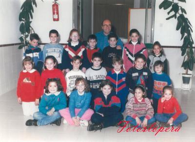 Hoy nuestro recuerdo será para el Maestro D. José Haro Herrador junto a sus alumnos de 3º de Educación Primaria. Curso 1997-98