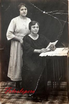 Las Hermanas loperanas Concepción y Ana de la Torre Gutiérrez. Año 1910