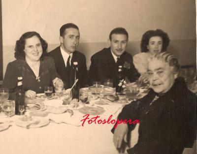 Grupo de loperanos de Boda años 50. Concepción Ramos, Antonio de Torres, Antonio Merida, Margarita Velasco y Elisa Alcalá.
