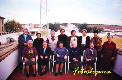 Recuerdo a mis queridas colaboradoras del Taller de Recuperación de Costumbres y Tradiciones de Lopera que se desarrolló en 1996 en el Centro de Día para Personas Mayores de Lopera.