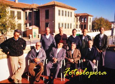 Recuerdo a mis queridos colaboradores del Taller de Recuperación de Costumbres y Tradiciones de Lopera que se desarrolló en 1996 en el Centro de Día para Personas Mayores de Lopera.