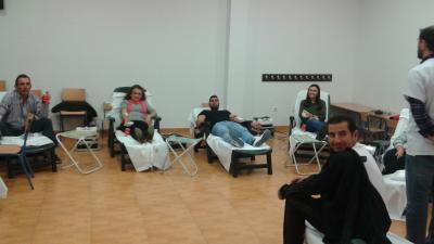 Solidaridad de los loperanos con la donación de 44 bolsas de sangre,  2 de plasma y 6 nuevos donantes. Destacar la solidaridad de la cuadrilla de aceituneros del Gato con 12 donaciones de sus 14 componentes.